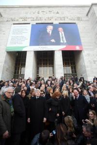 PROTESTA E MARCIA DEL PARLAMENTARI DEL PDL AL TRIBUNALE DI MILANO